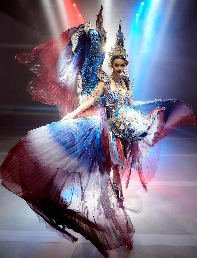 Miss Thailand Amanda Obdam , wearing her Siamese Fighting Fish National Costume