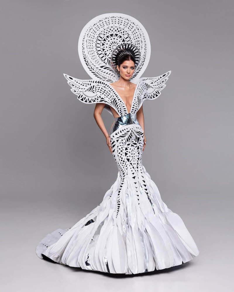"Miss Ukraine Yelizaveta Yastremskaya wearing her ""Vytynanka Soul"" national costume"