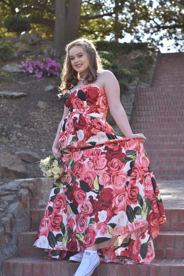 Blokdie Red Size 16 Floral Plus Size Ball gown on Queenly