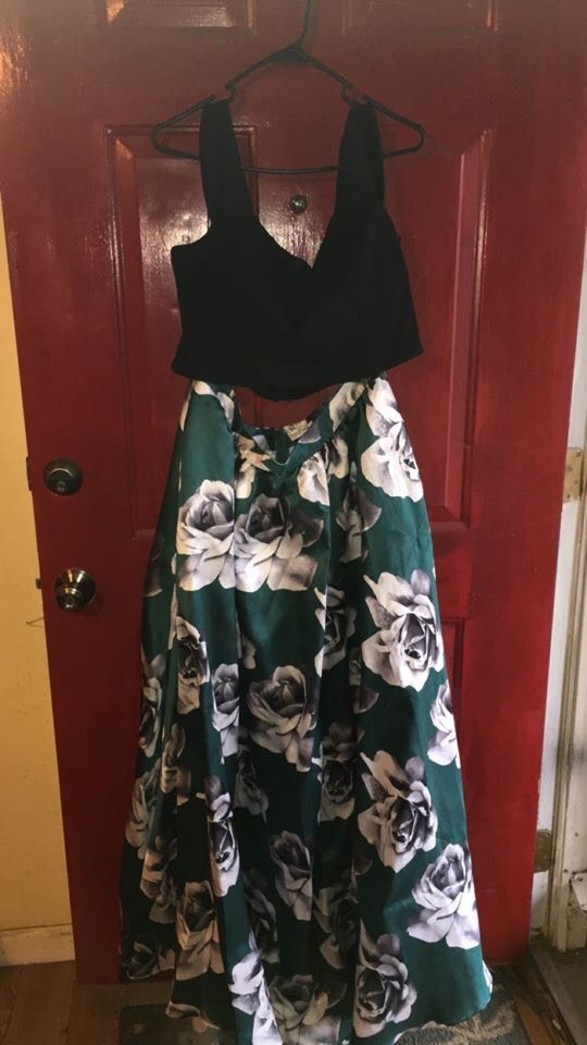 Xtraordinary Green Size 18 Two Piece Ball gown on Queenly