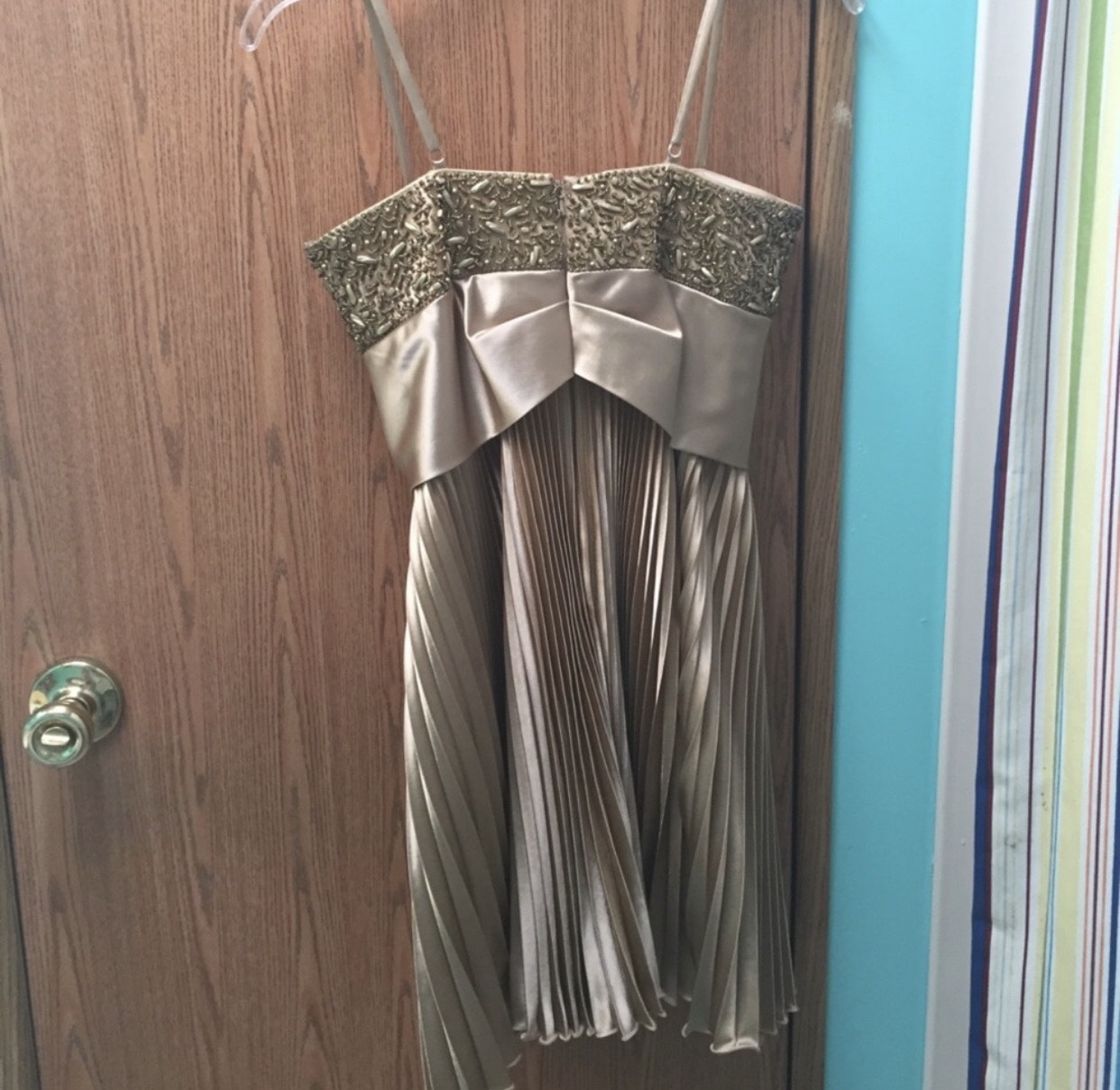 Dave & Johnny Gold Size 0 Homecoming Mini Cocktail Dress on Queenly