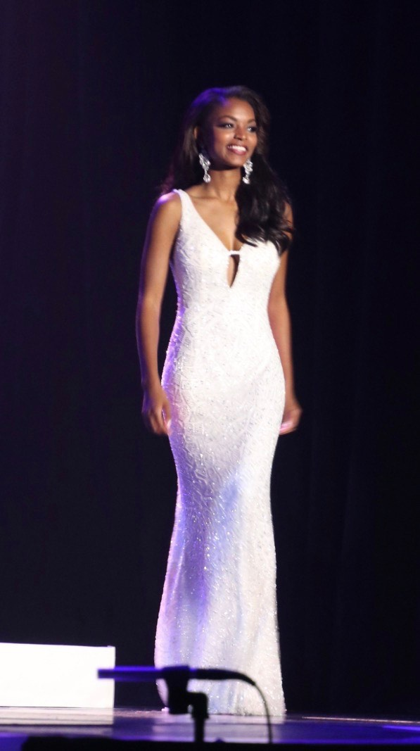 Mac Duggal White Size 0 Cape Medium Height Straight Dress on Queenly
