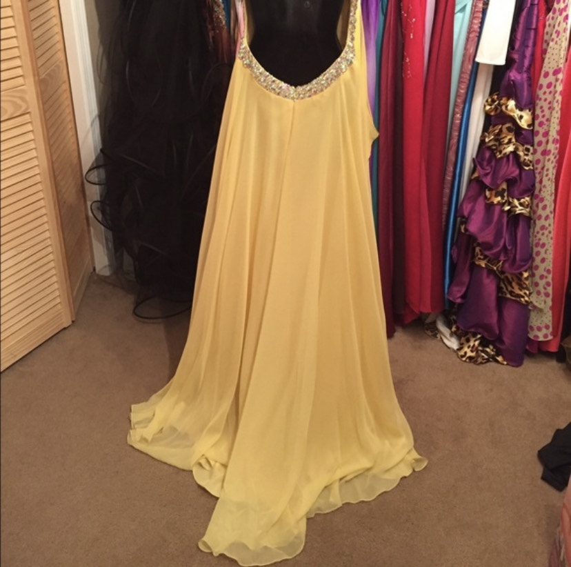 Blush Yellow Size 6 Jewelled Sweetheart Backless Train Dress on Queenly