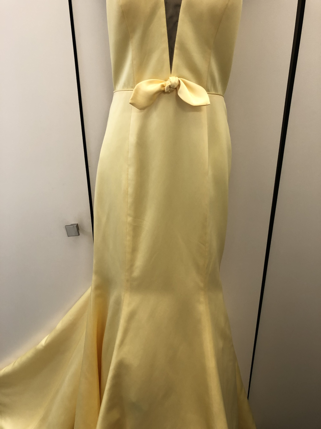 Sheri Hill Yellow Size 6 Prom Plunge Mermaid Dress on Queenly