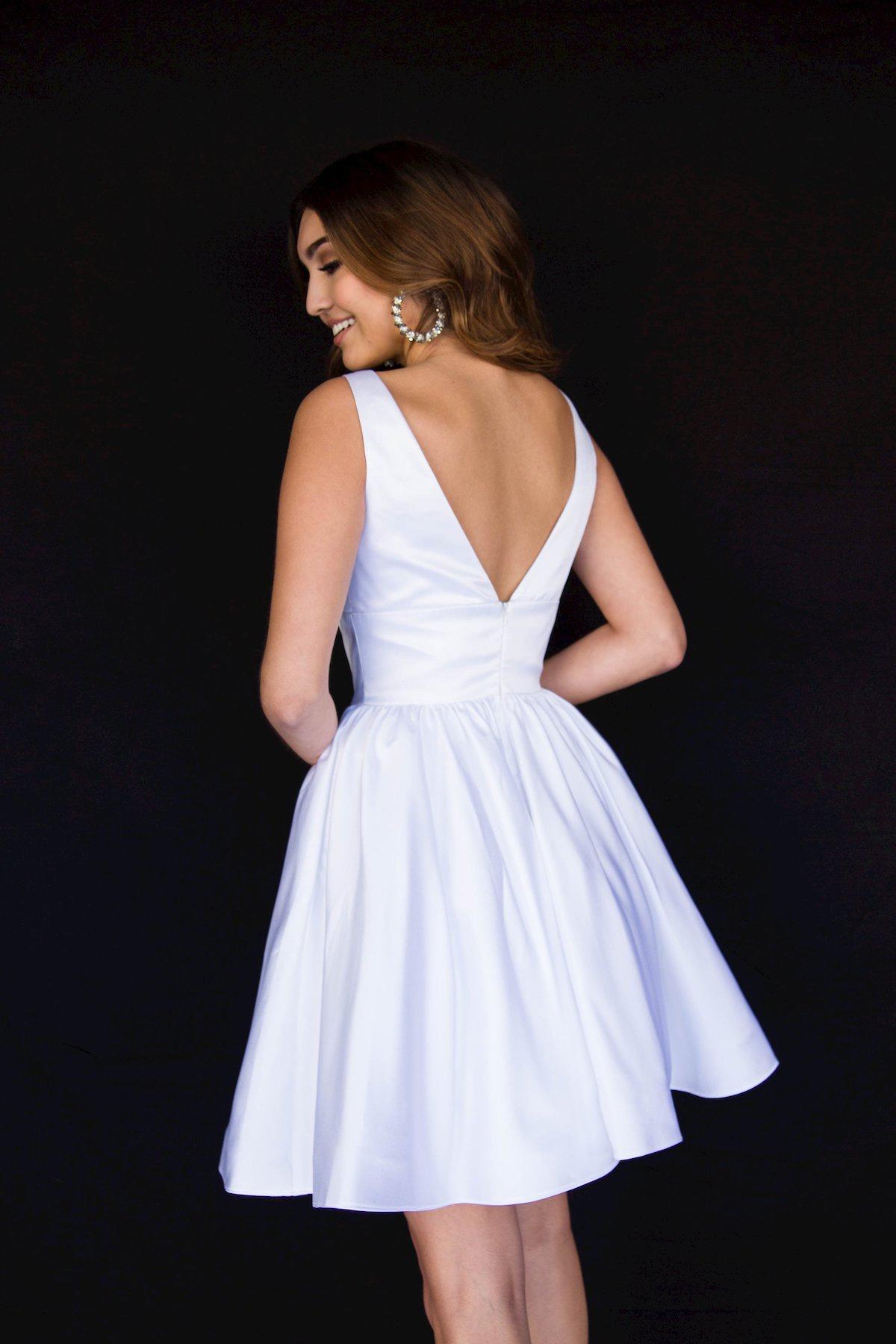 Style 6023 Vienna White Size 6 Silk Cocktail Dress on Queenly