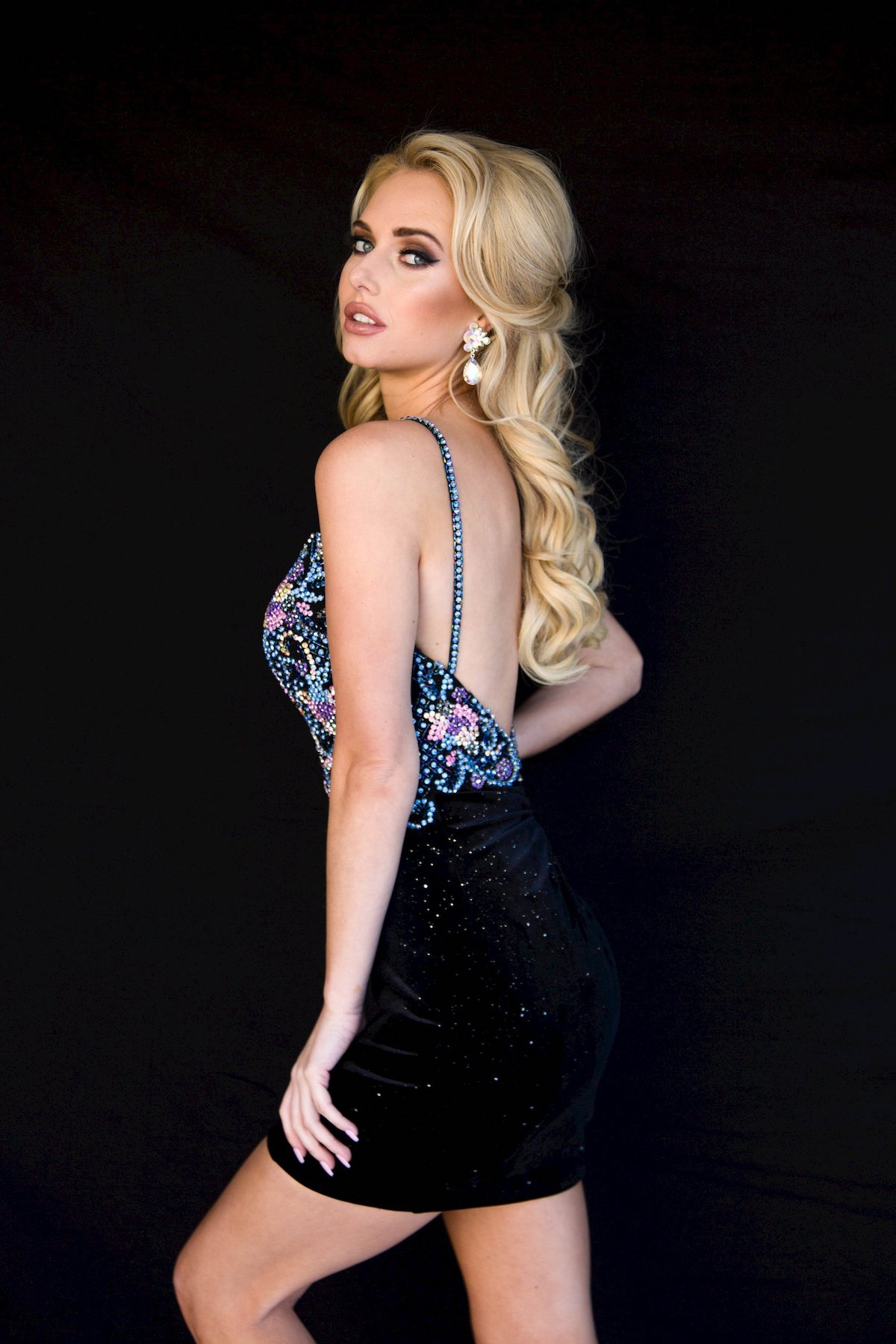 Style 6125 Vienna Black Size 00 Floral Plunge Sequin Mini Cocktail Dress on Queenly