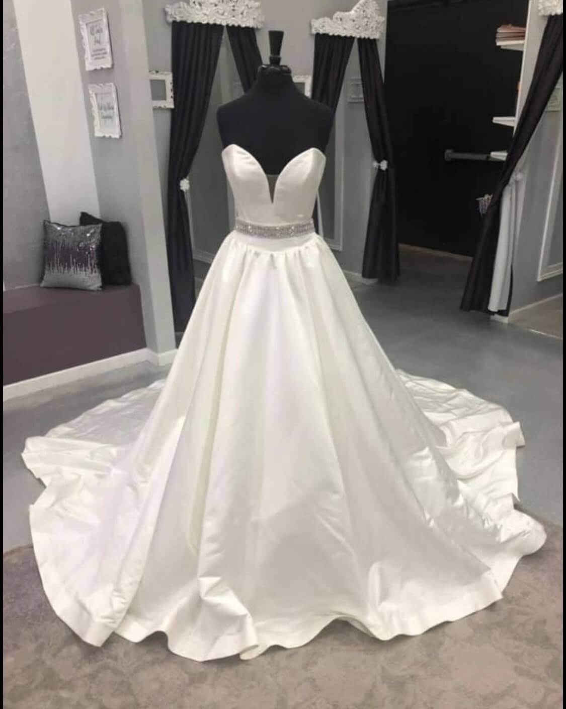 Jovani White Size 2 Sweetheart Quinceanera Strapless Ball gown on Queenly
