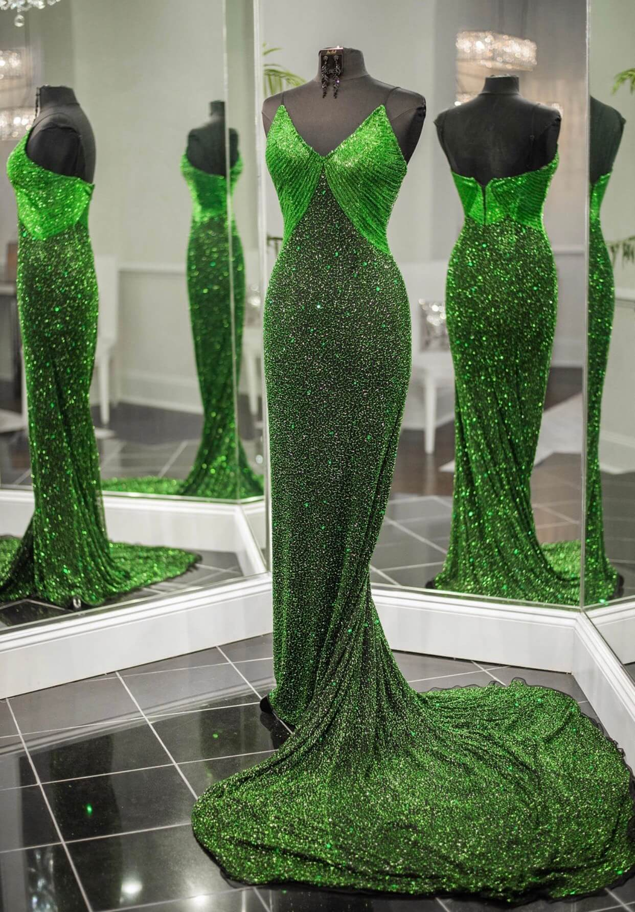 Ashley Lauren Green Size 4 Pageant Train Custom Mermaid Dress on Queenly
