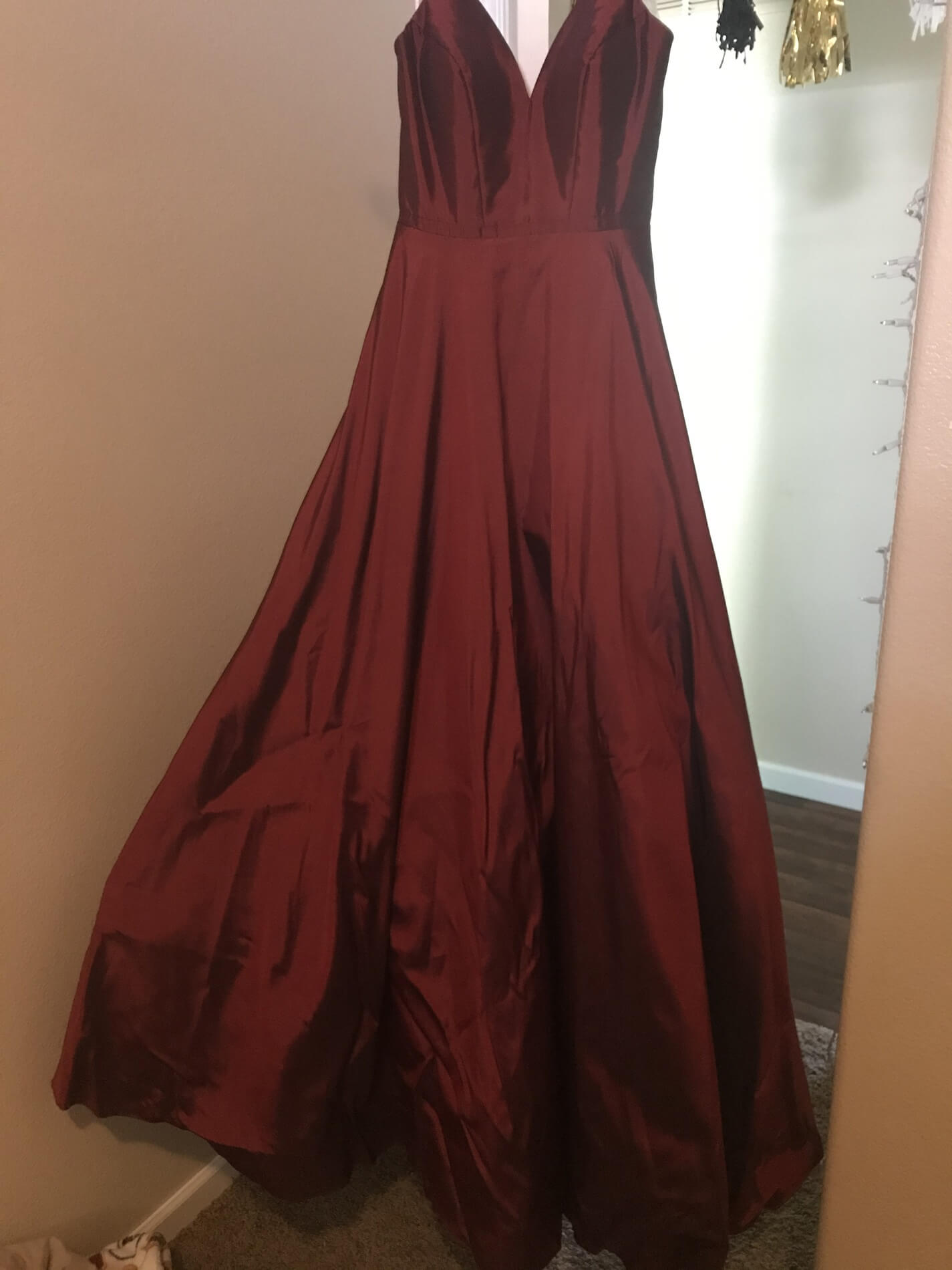 Faviana Red Size 0 Burgundy Prom Straight Dress on Queenly