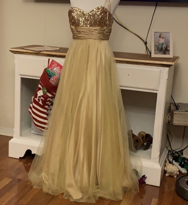 Dancing Queen Gold Size 2 Prom Sweetheart Ball gown on Queenly