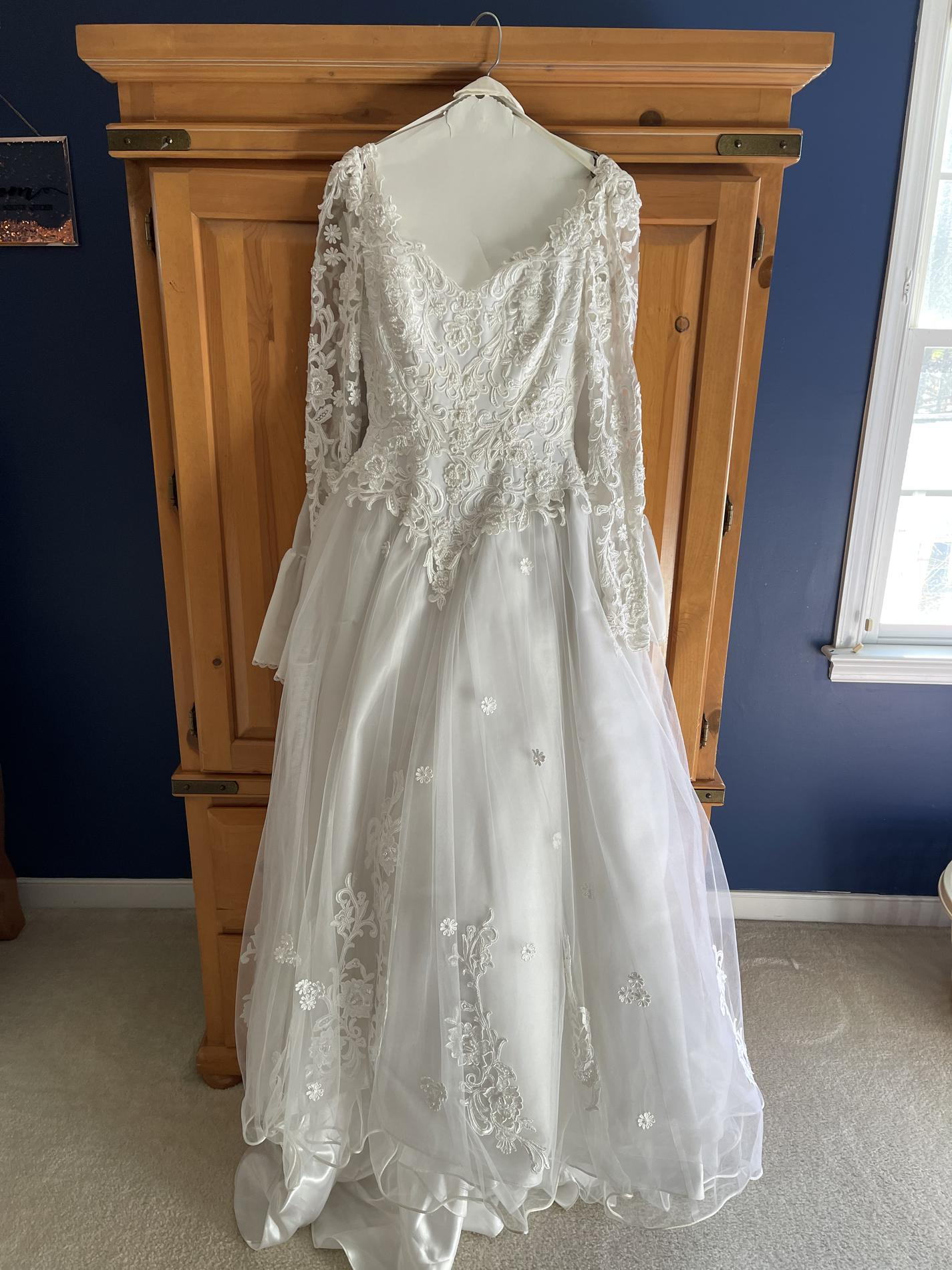White Size 6 Train Dress on Queenly
