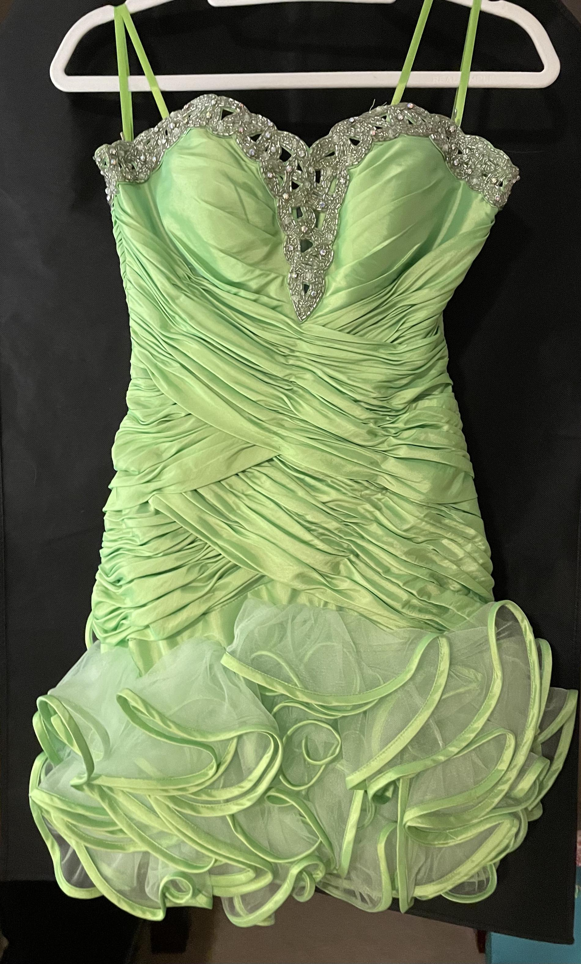 Mac Duggal Green Size 2 Short Height Cocktail Dress on Queenly