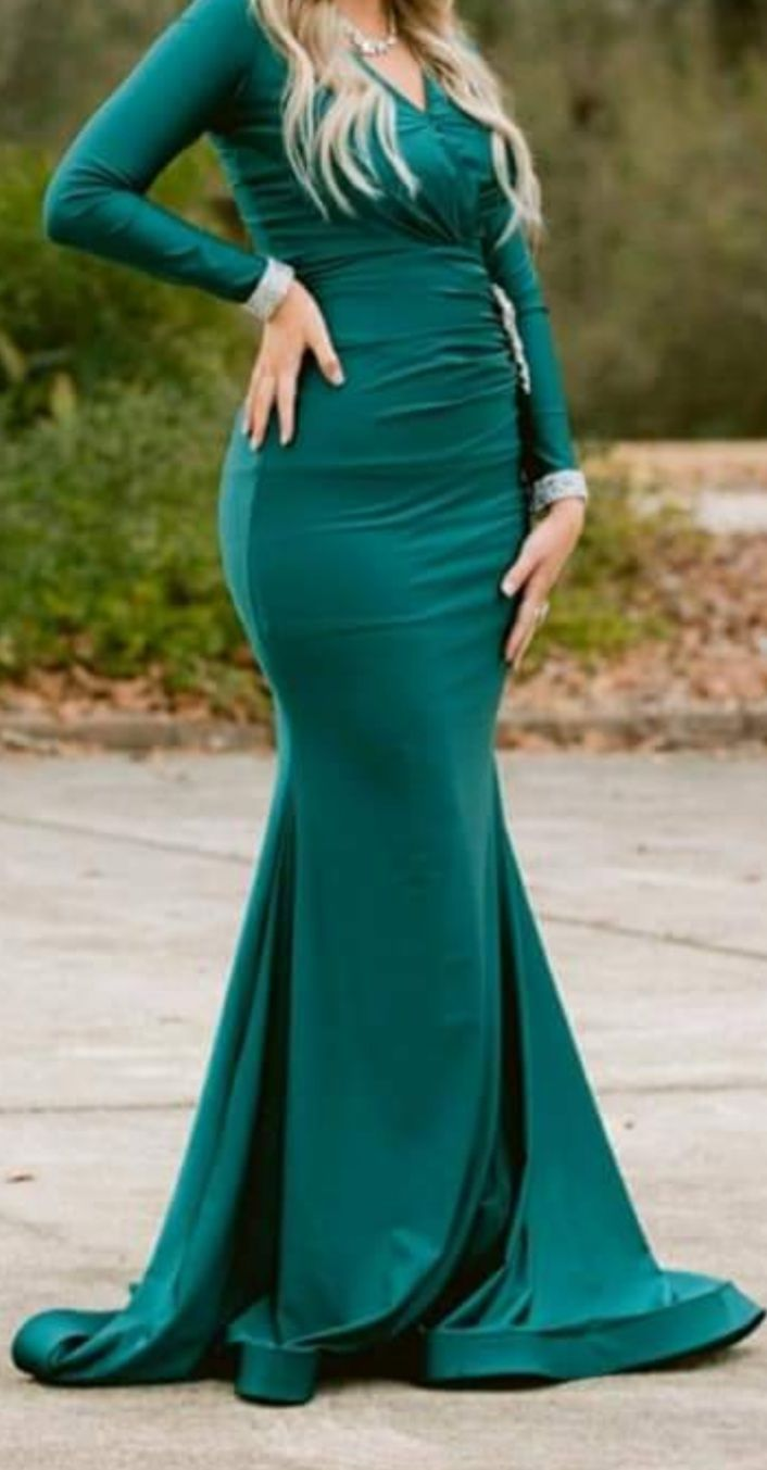 Style 325 Jessica Angel Green Size 4 Sleeves Train Mermaid Dress on Queenly