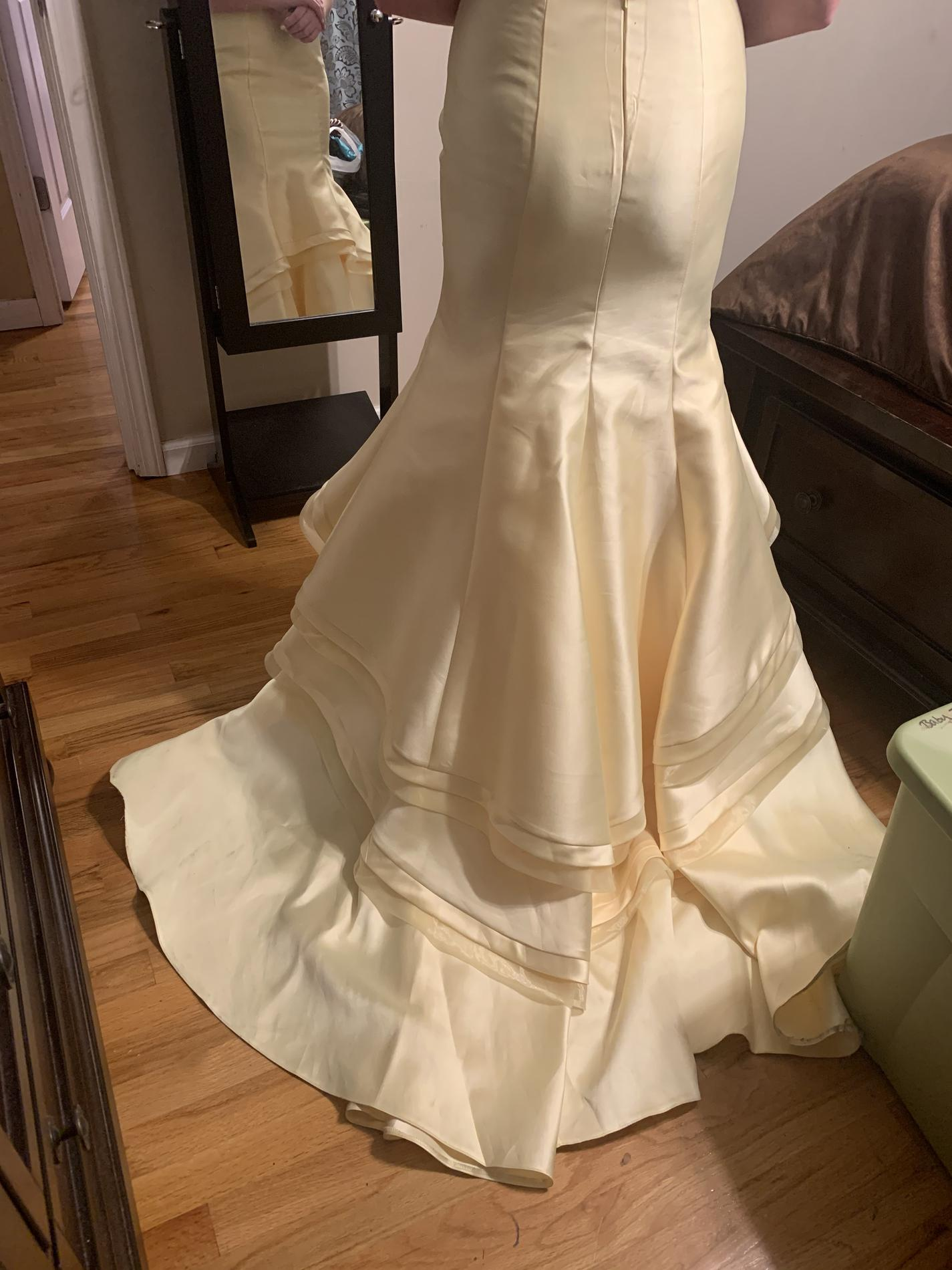 Yellow Size 4 Train Dress on Queenly