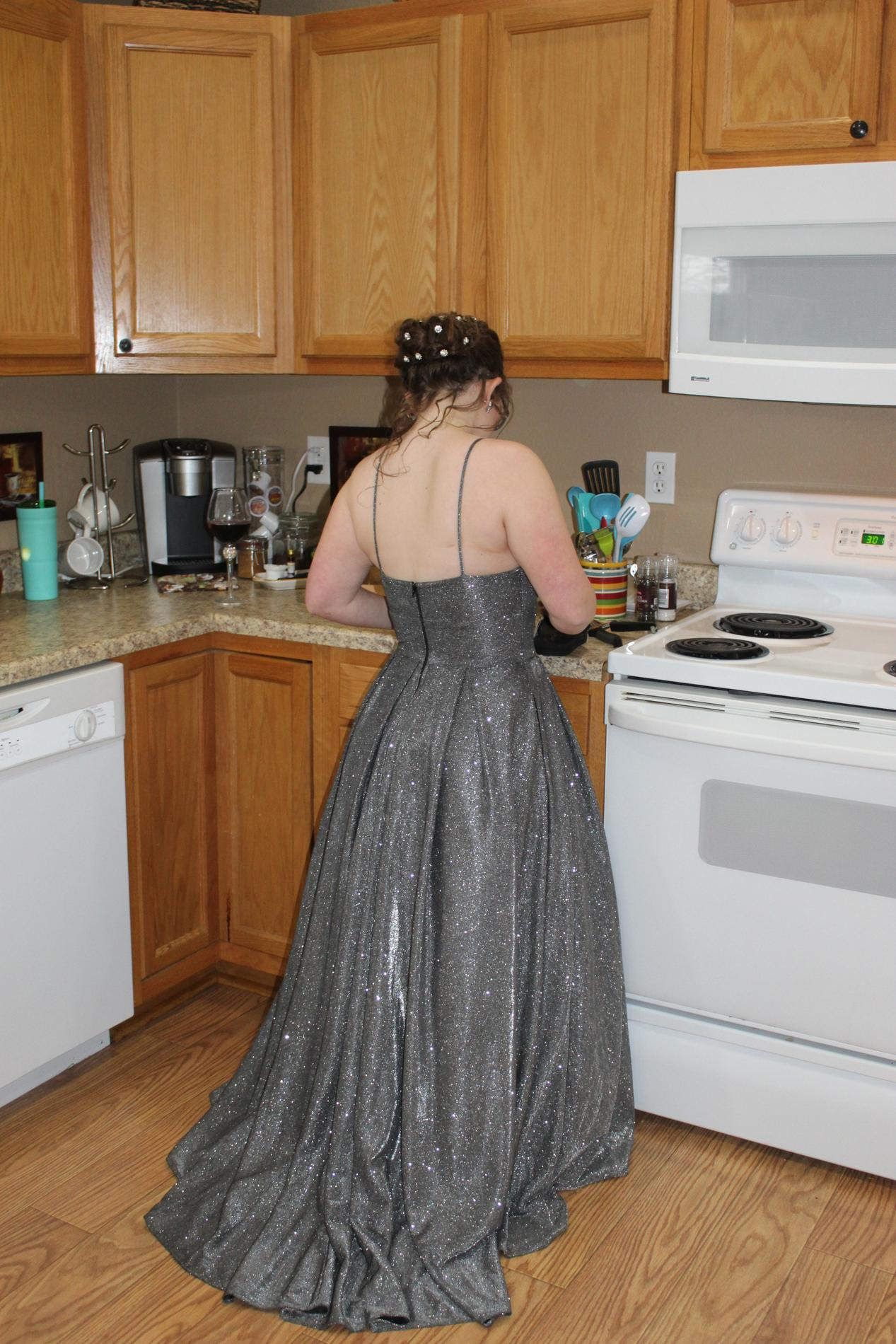 Betsy and Adam Silver Size 4 Prom Grey Straight Dress on Queenly
