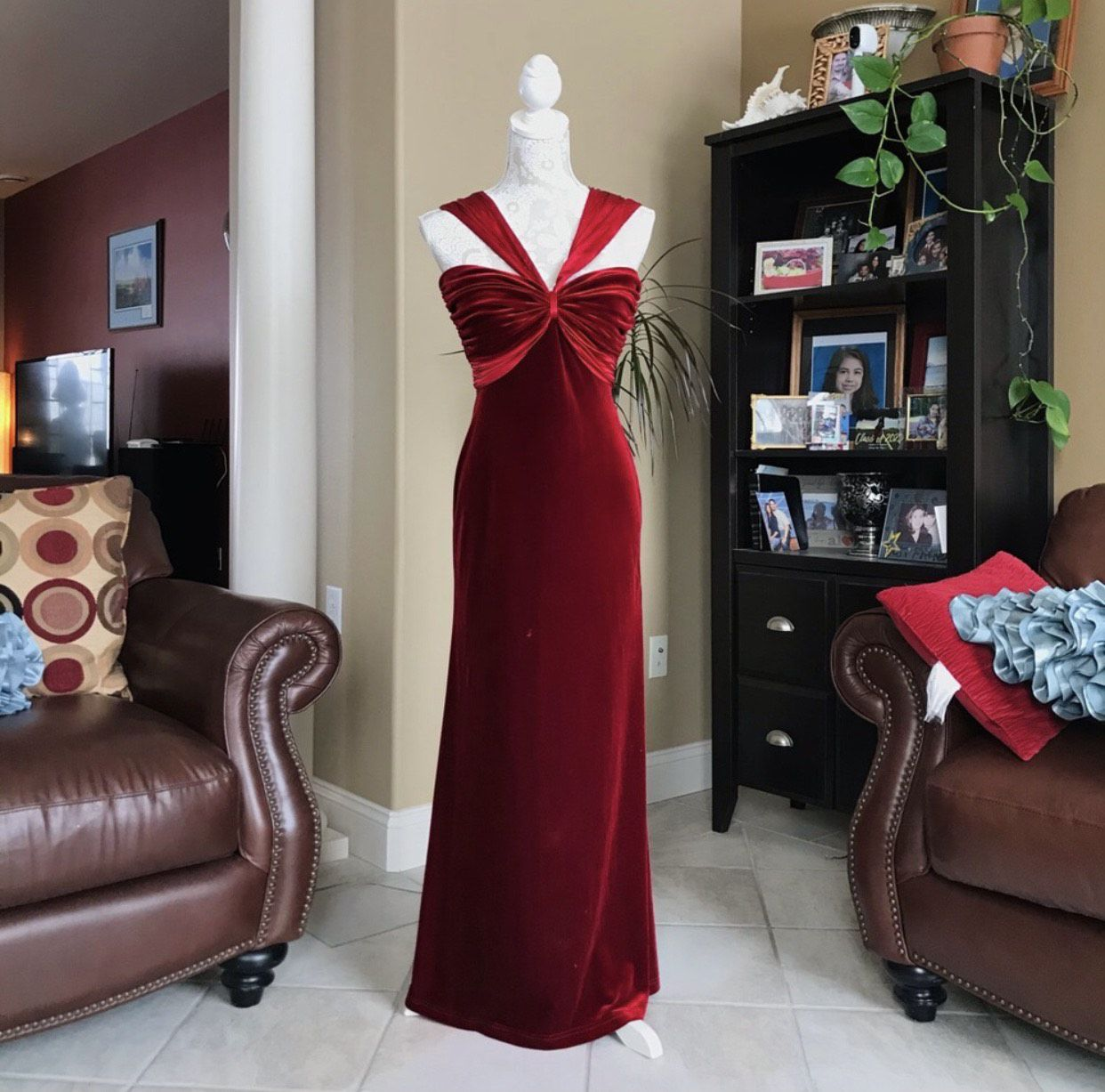 Tadashi Red Size 4 Pageant Straight Dress on Queenly