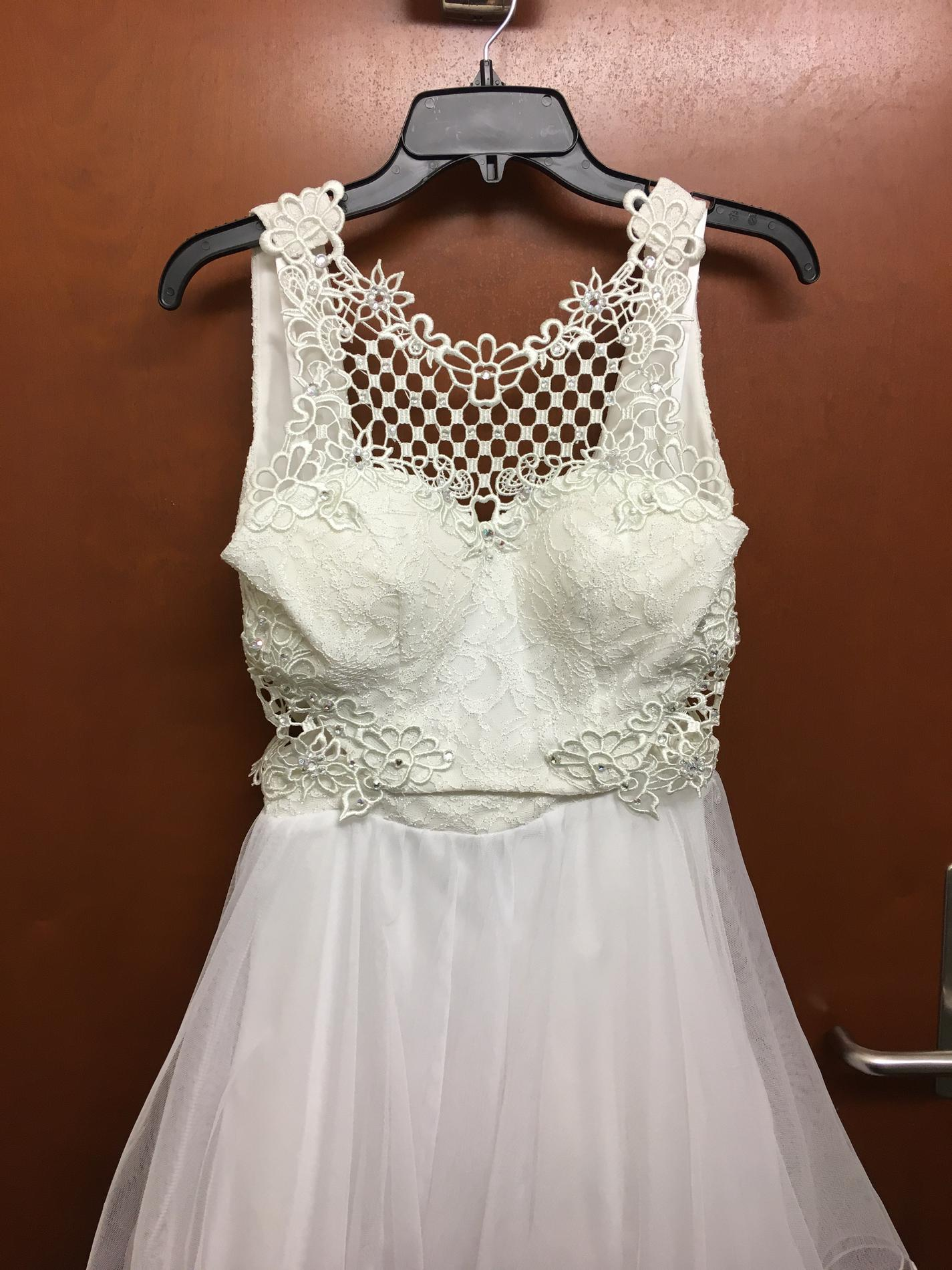 Jodi Kristopher White Size 2 Homecoming Graduation A-line Dress on Queenly