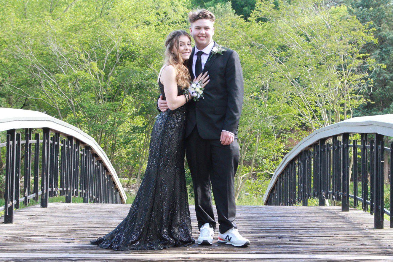 Ellie Wilde Black Size 2 Train Dress on Queenly