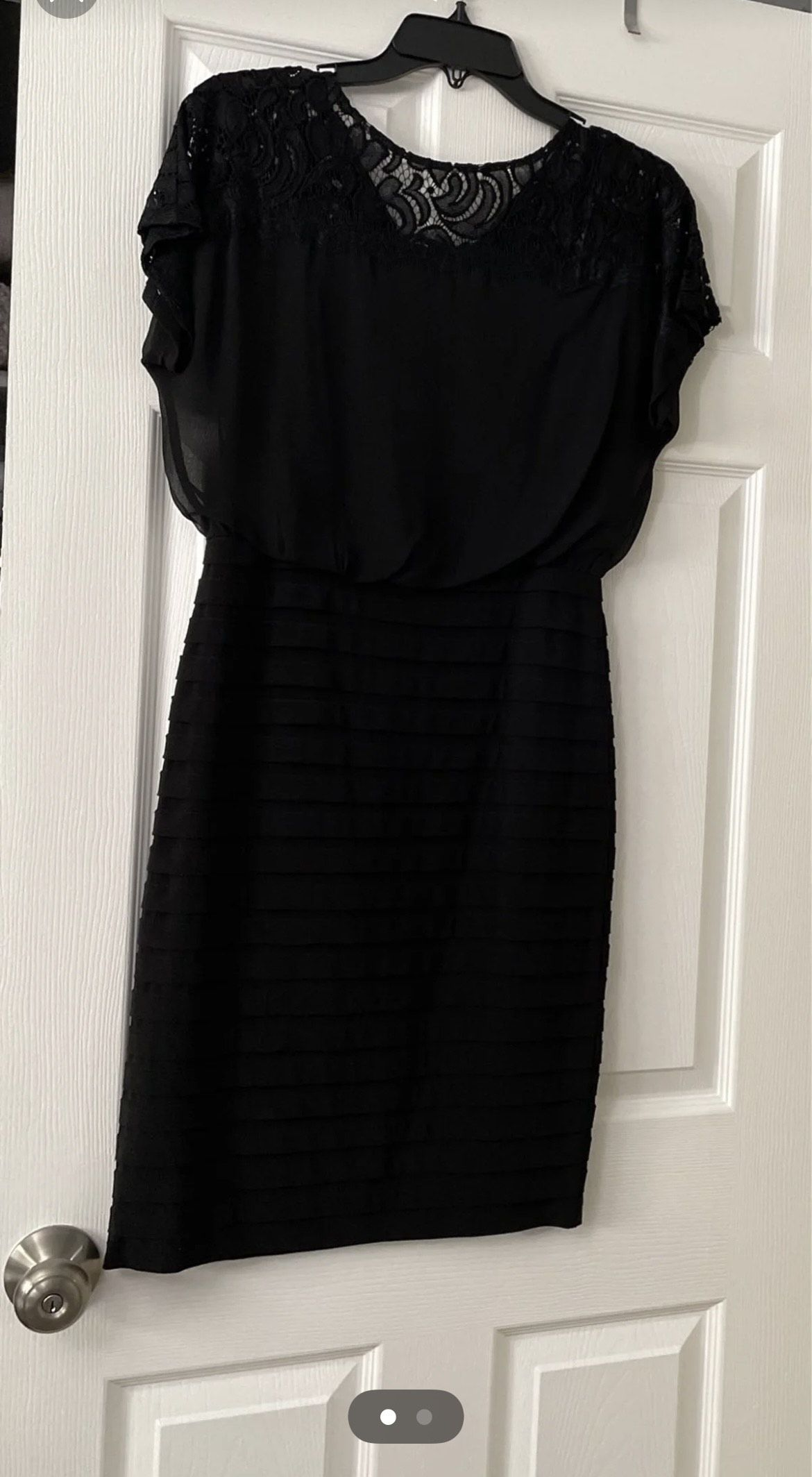 Adrianna papell Black Size 4 Mini Lace Mermaid Dress on Queenly