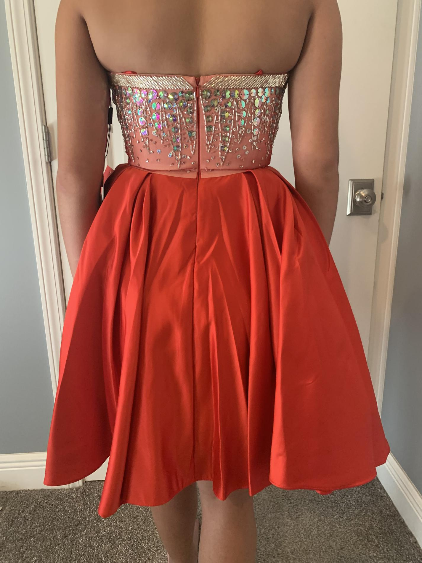 Narianaa Red Size 4 Homecoming Sweetheart Cocktail Dress on Queenly
