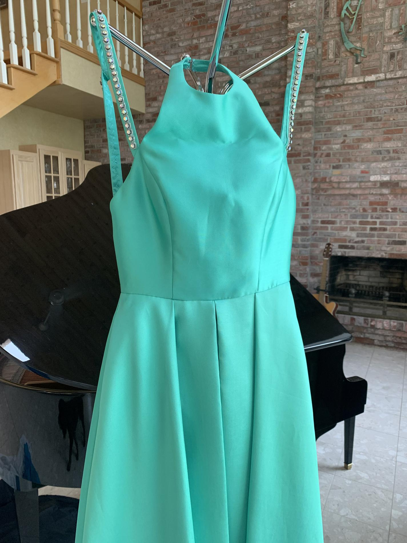 Green Size 2 Straight Dress on Queenly