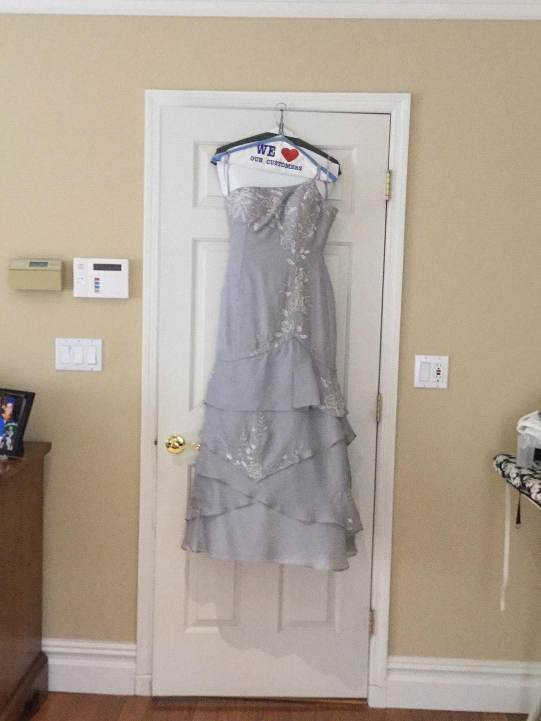 Foy chov Silver Size 4 Prom Mermaid Dress on Queenly