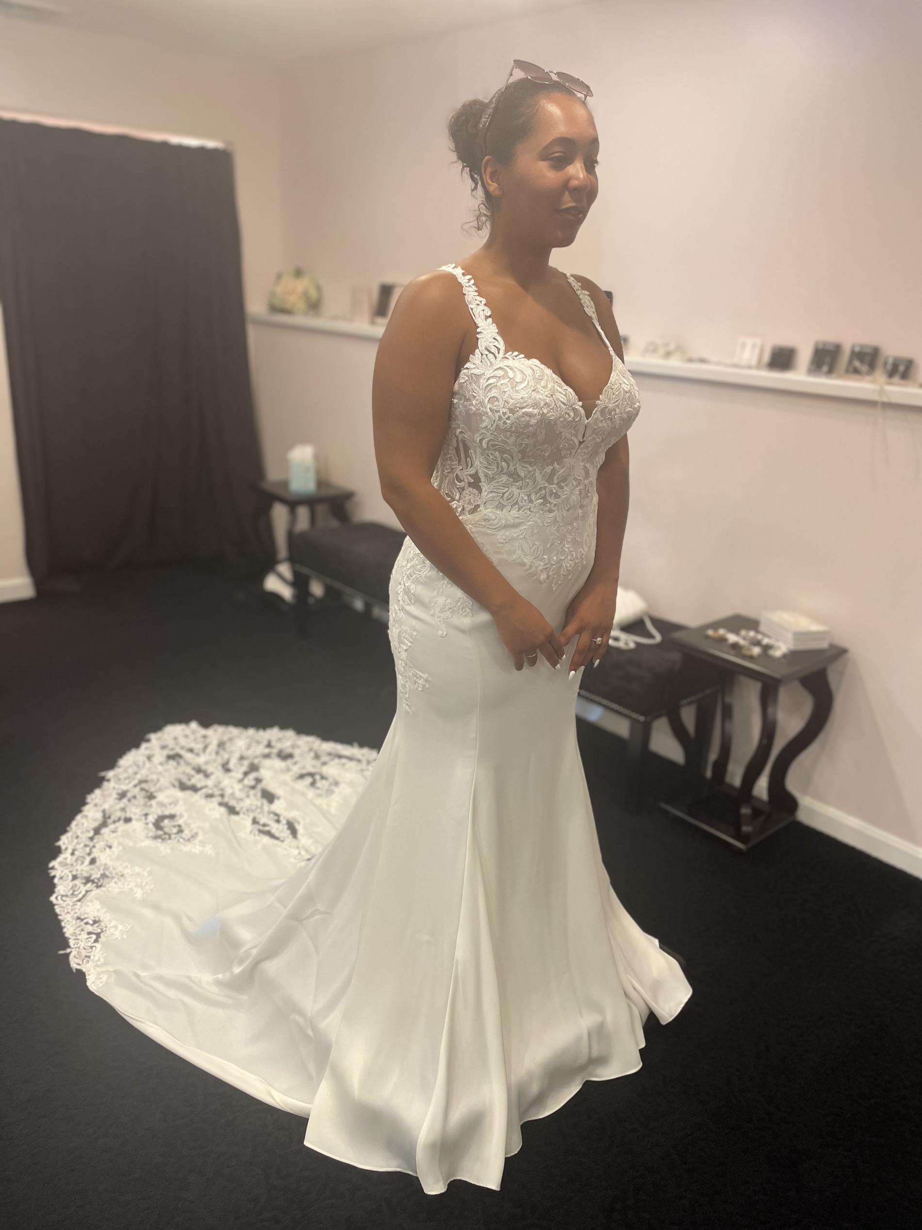 Stella York White Size 14 Wedding Plus Size Plunge Train Straight Dress on Queenly