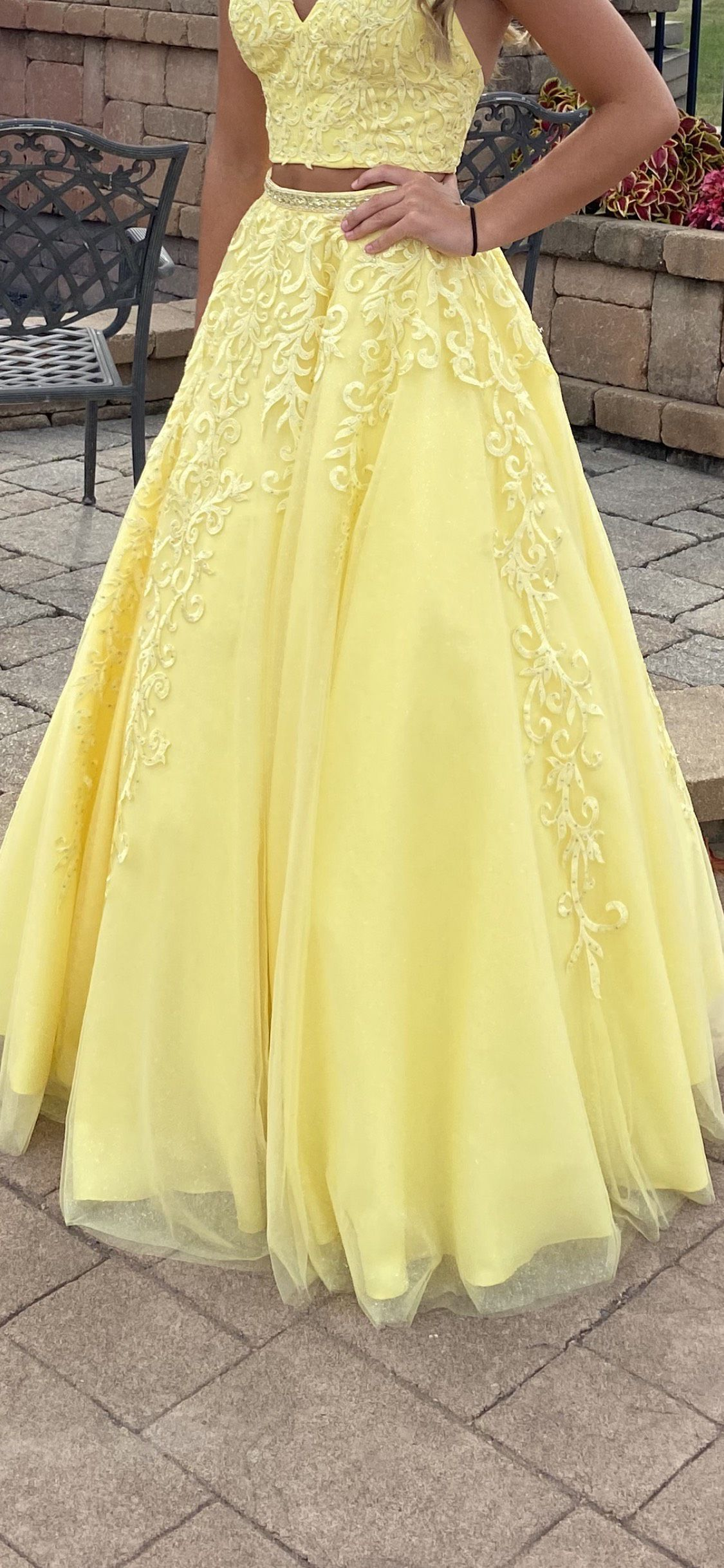 Ellie Wilde Yellow Size 4 Beaded Top Two Piece V Neck A-line Ball gown on Queenly