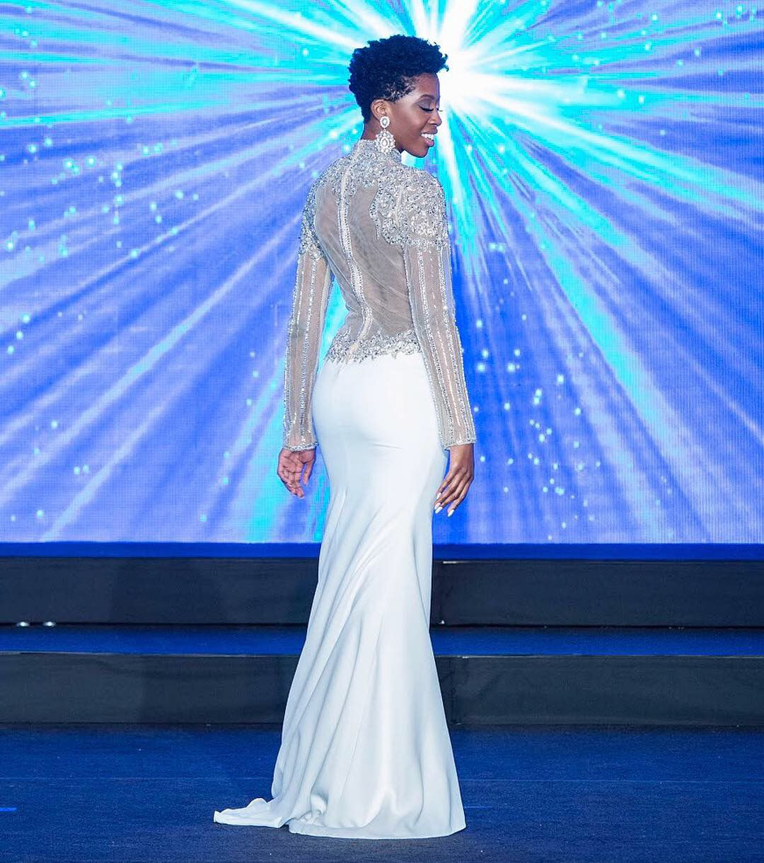 Terani Couture White Size 4 High Neck Pageant Wedding Mermaid Dress on Queenly