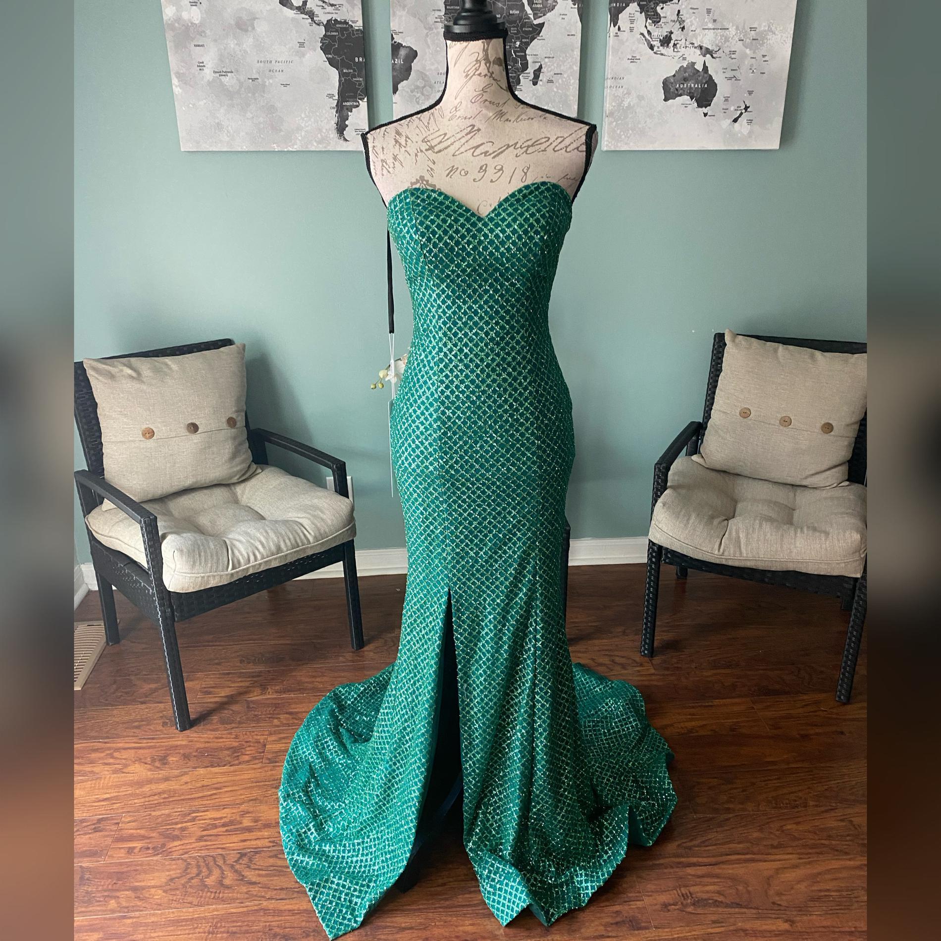 Portia & Scarlett Green Size 0 Sweetheart Mermaid Shiny Train Dress on Queenly