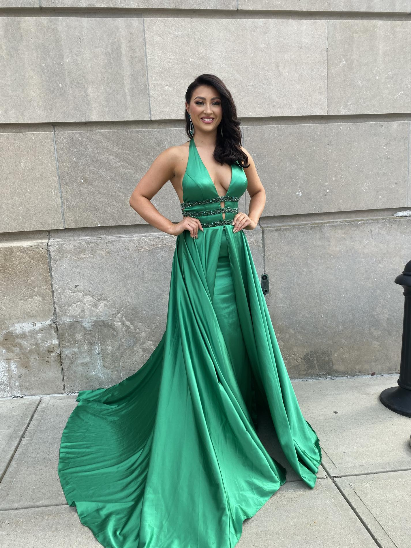 Sherri Hill Green Size 4 Plunge Prom Pageant Train Dress on Queenly