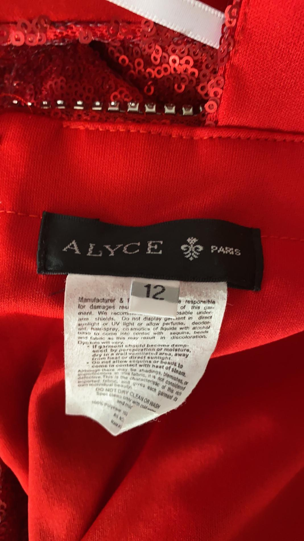 Alyce Paris Red Size 12 Homecoming V Neck Plunge Mermaid Dress on Queenly