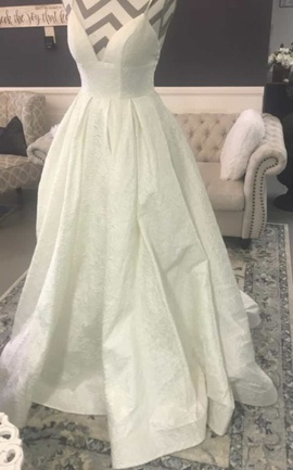 Queenly size 0 Sherri Hill White Ball gown evening gown/formal dress