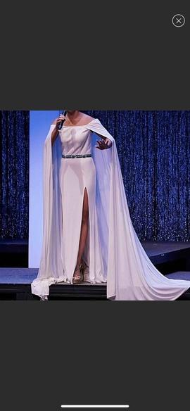 Queenly size 2 Mac Duggal White Side slit evening gown/formal dress