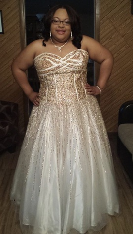 Queenly size 22  White Ball gown evening gown/formal dress