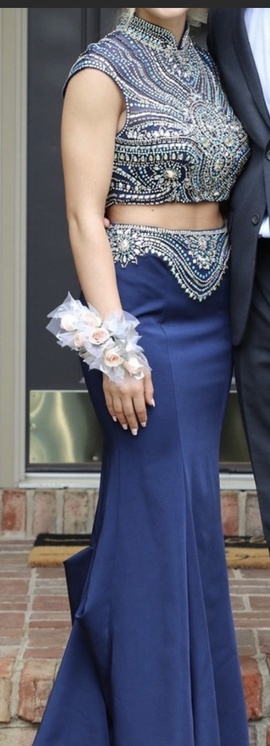 Tony Bowls Blue Size 4 Two Piece Medium Height Straight Dress on Queenly
