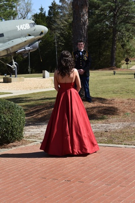 Sherri Hill Red Size 0 V Neck Prom Ball gown on Queenly