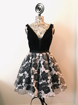 Jovani Black Size 4 Cocktail Dress on Queenly
