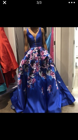 Ellie Wilde Blue Size 2 Prom Silk Floral Ball gown on Queenly