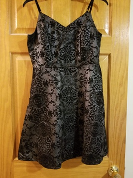 Maurcies Silver Size 8 Floral Cocktail Dress on Queenly