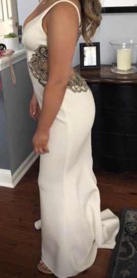 Faviana White Size 4 Prom Straight Dress on Queenly