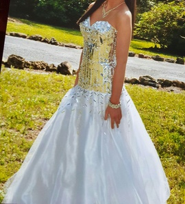 Queenly size 0  White Ball gown evening gown/formal dress