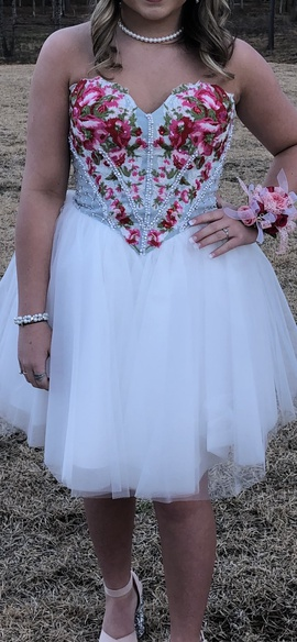 Sherri Hill White Size 4 Homecoming Cocktail Dress on Queenly