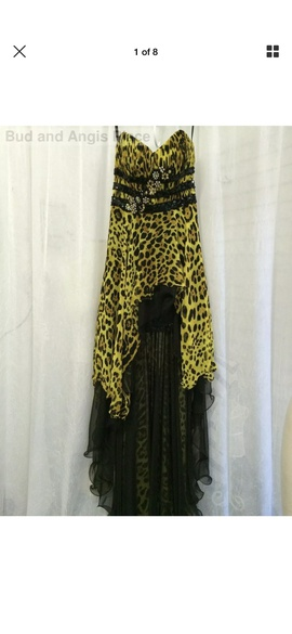 Mac Duggal Gold Size 2 Strapless Print Train Dress on Queenly