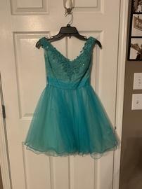 Gigi Blue Size 2 Cocktail Dress on Queenly