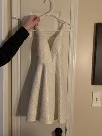 White Size 8 Cocktail Dress on Queenly