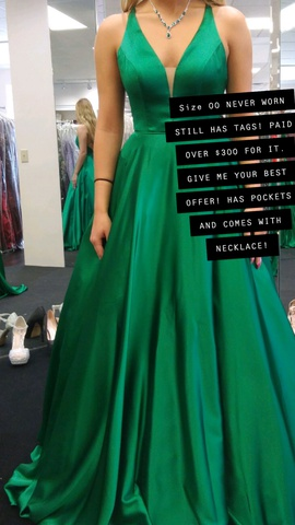 Queenly size 00  Green Ball gown evening gown/formal dress