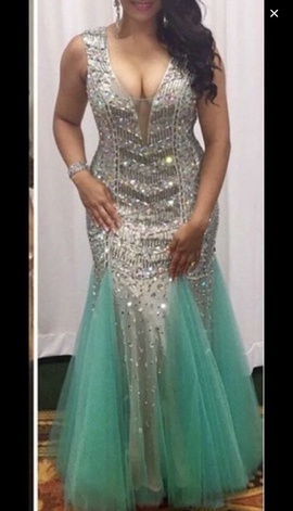 Dave & Johnny Silver Size 4 Plunge Sequin Mermaid Dress on Queenly