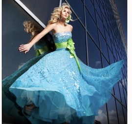Tony Bowls Blue Size 00 Train Dress on Queenly