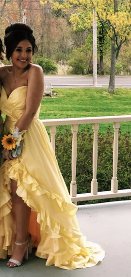 Queenly size 2 Sherri Hill Yellow Train evening gown/formal dress